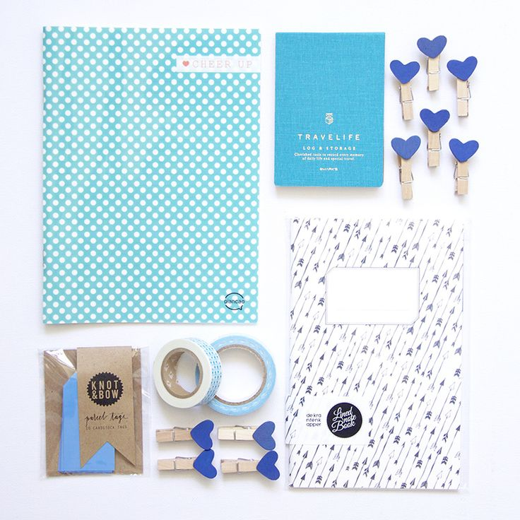 SET BLAUW | set met schrift van de krantenkapper, klein blauw notitieboekje, schrift, masking tape, fabric tape, hartjes knijpers en labels