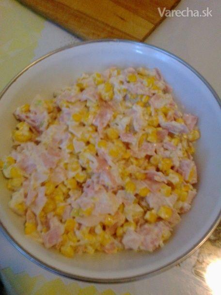 Recept som získala od kamarátky a mi veľmi zachutil. Zemiakový šalát robíme doma dosť často, takže lahôdkový šalát máme buď na oslavy alebo na Vianoce