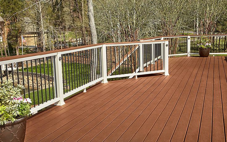This backyard beauty built with Trex Enhance decking in Saddle and Trex Transcend railing will never go out of style.