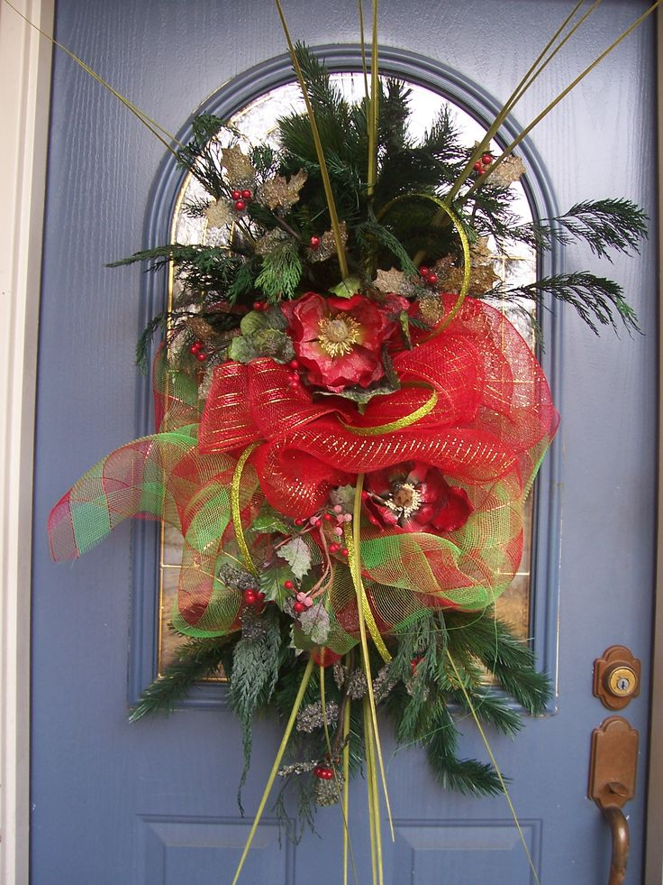 Wow!  I would love this for my front door...: Wreaths Door Hangers, Holiday Wreaths, Wreaths Christmas, Christmas Wreaths Swags, Christmas Decorations, Creative Ideas Wreaths, Wreaths Door Decorations, Christmas Ribbon