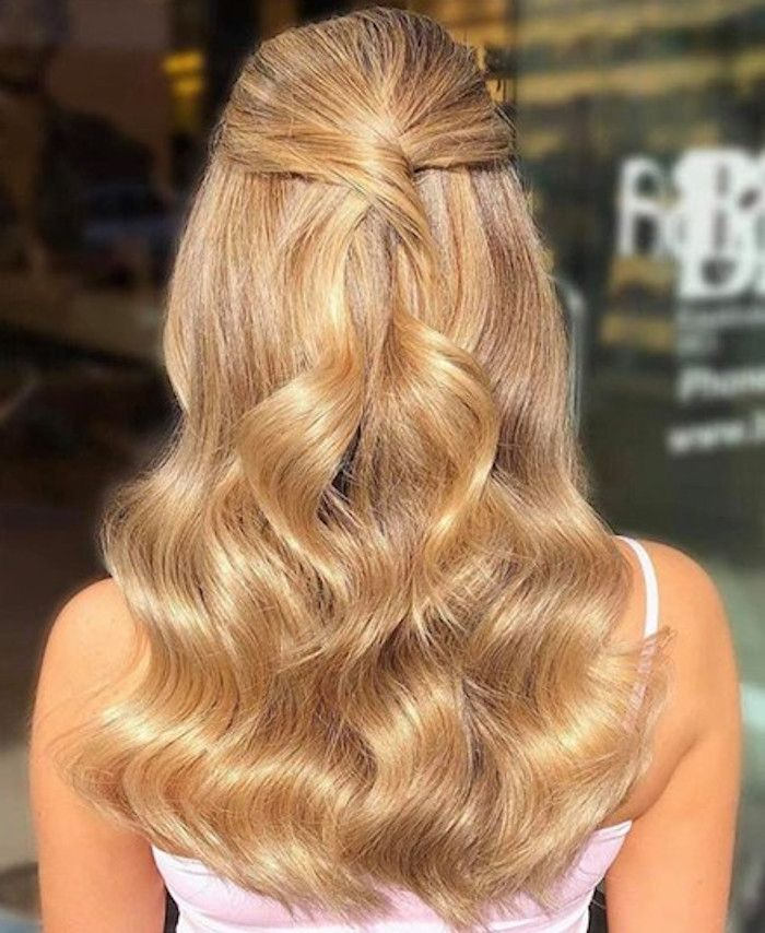 The Honey Blonde Hair Color Trend Is So Pretty You D Want To Book In The Salon Rn In 2020 Honey Blonde Hair Honey Blonde Hair Color Blonde Hair Color