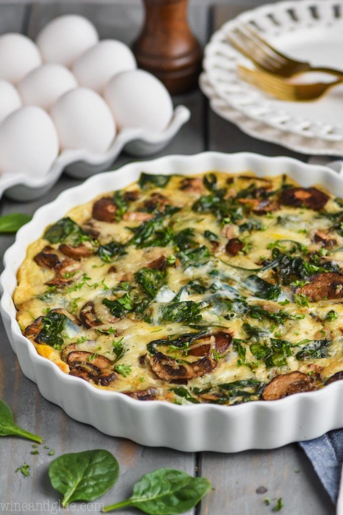 This Crustless Spinach Quiche Is The Perfect Light Breakfast It Is Only 140 Calories Per S Breakfast Quiche Recipes Quiche Recipes Easy Spinach Quiche Recipes