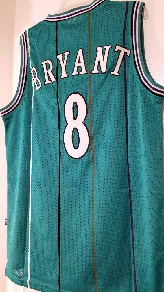 For those that dont know, Kobe Bryant was selected 13th overall by the Charlotte Hornets in the 1996 NBA Draft. A trade to the Los Angeles Lakers on draft night changed everything!  *Great for any collector or Kobe Bryant fan.
