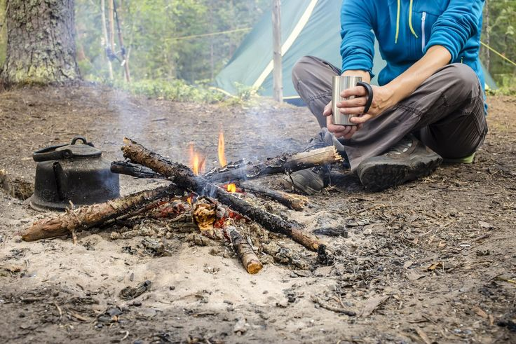 Here are a couple of easy ways to make up elaborate-looking cinnamon rolls that will impress your camping group.