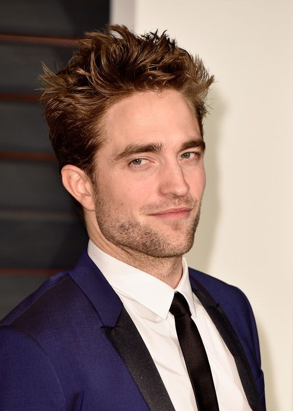 29 Robert Pattinson Hairstyles That Indicate Just How Much His Hair Has Evolved Since His Twilight Days In 2020 Robert Pattinson Mens Hairstyles Robert Pattinson Twilight