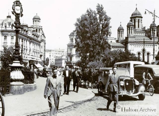 Calea Victoriei, 1929 În dreapta Biserica Zlătari, construită după planurile arhitectului Xavier Villacrosse. Pictura interioară a fost realizată între 1853-1856 de Gheorghe Tattarescu