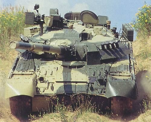 The T-80U's gas turbine engine is the GTD-1250 which produces 920kW (1,250hp). - Image - Army Technology