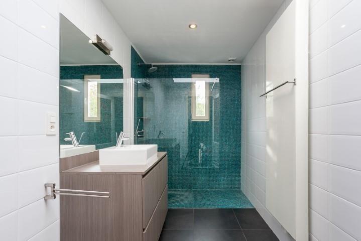 Te koop - Herenhuis 5 slaapkamer(s)  - bewoonbare oppervlakte: 280 m2  - Stijlvolle Art-nouveau-woning 'De Mot' met terras en zonnige tuin gelegen op een uiterste residentiële locatie in het trendy Zurenborg. Indeling; Maje  - bouwjaar: 1904-01-01 00:00:00.0 - dubbel glas 2 bad(en) -   2 gevel(s) -   - oppervlakte kelder: 16 m2 - oppervlakte keuken: 8 m2 - oppervlakte living: 73 m2 - oppervlakte terras: 17 m2