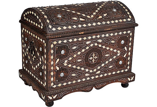 I  don't know if I have treasures worthy of this beautiful moroccan chest #home