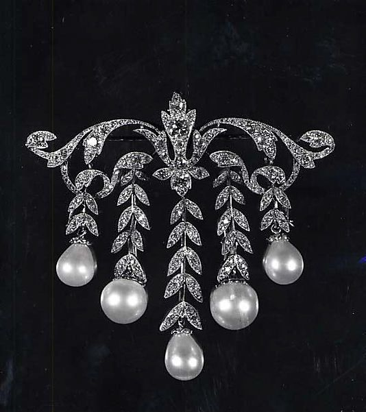 Brooch in MET in New York -each pearl branch can be detached so this could be worn as a bar pin.