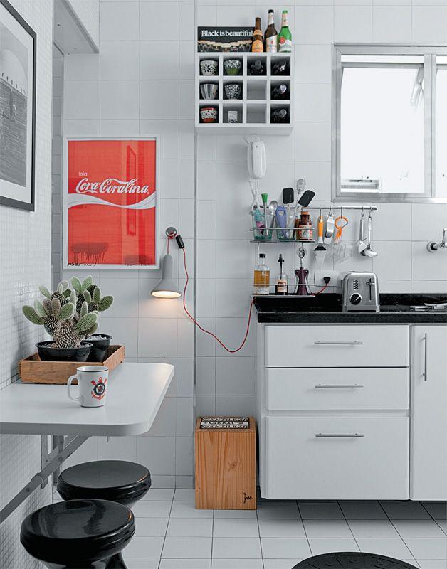 kitchen accessories design%0A Apartamento com tons de cinza e pe  as de design