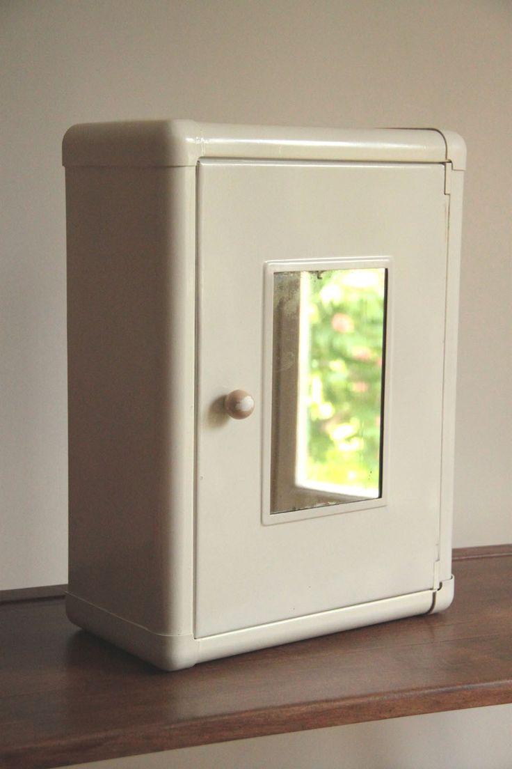 les 25 meilleures id es de la cat gorie anciennes armoires pharmacie sur pinterest encastr. Black Bedroom Furniture Sets. Home Design Ideas