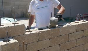Gartenmauer selber bauen – Das Errichten einer Betonsteinmauer – Stephanie Krause