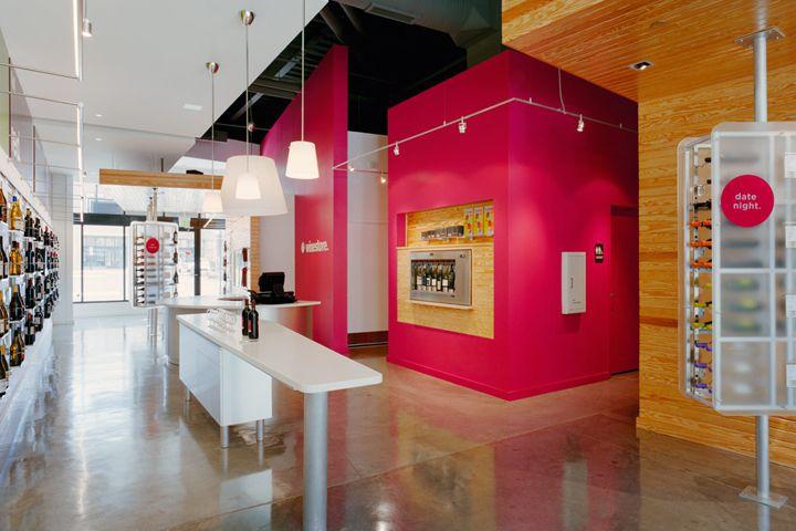 Красочный винный магазин Winestore в США