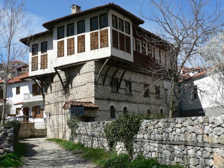 Yanya-Kastoria