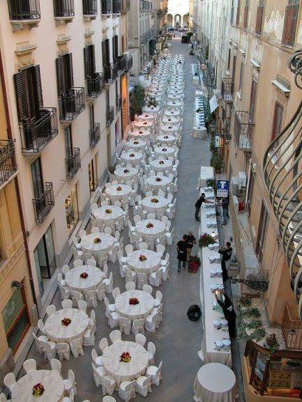 #Sicily #lunch time open air at #Trapani old town http://www.bebtrapanigranveliero.it/en/cosa-fare-a-trapani/