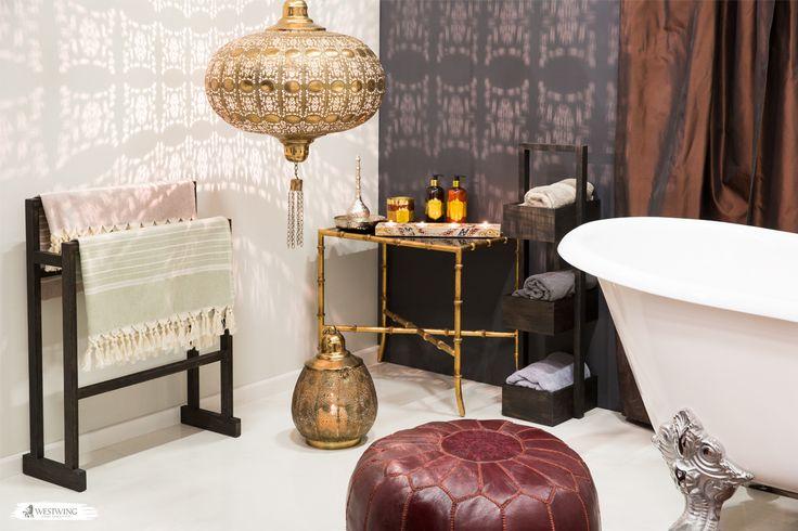 Traumhafte Düfte, wohliges Licht und eine Stimmung, die einen den Trubel des Alltags vergessen lässt – dafür sind orientalische Hamams berühmt! Und da es nichts Schöneres gibt, als sich die Erinnerung an den letzten Hamam-Besuch ins heimische Bad zu holen, solltet Ihr Euch hiervon inspirieren lassen. #hamam #bathroom #oriental