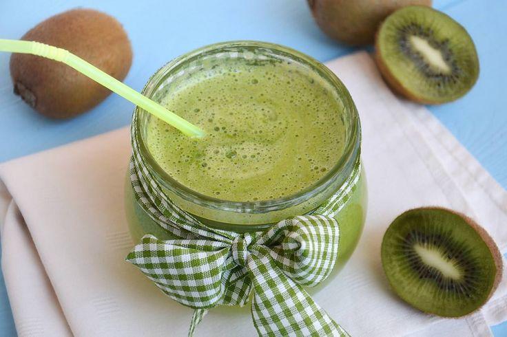 Centrifugato con kiwi mela e cetriolo, scopri la ricetta: http://www.misya.info/ricetta/centrifugato-con-kiwi-mela-e-cetriolo.htm