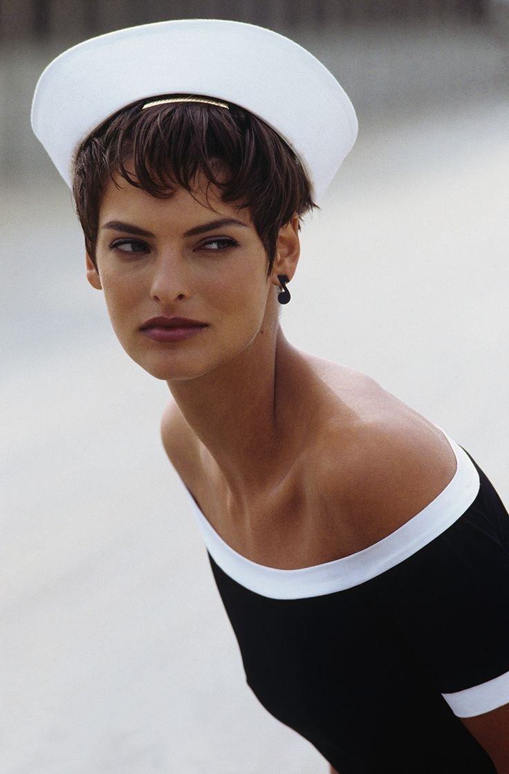 Linda Evangelista makes a sailor hat look good.  Vogue, January 1989