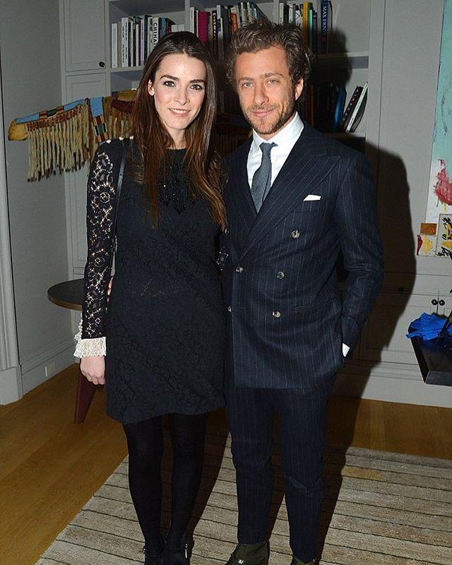 Возможно самая модная свадьба в истории ждёт нас в этом году. 29-летняя дочка главреда американского Vogue Анны Винтур Би Шаффер приняла предложение руки и сердца от Франческо Карроззини 34-летнего сына ушедшей в декабре главреда итальянского Vogue Франки Соццани. Интересно в платье какого дизайнера Би отправится под венец?  via TATLER RUSSIA MAGAZINE OFFICIAL INSTAGRAM - Celebrity  Fashion  Haute Couture  Advertising  Culture  Beauty  Editorial Photography  Magazine Covers  Supermodels…