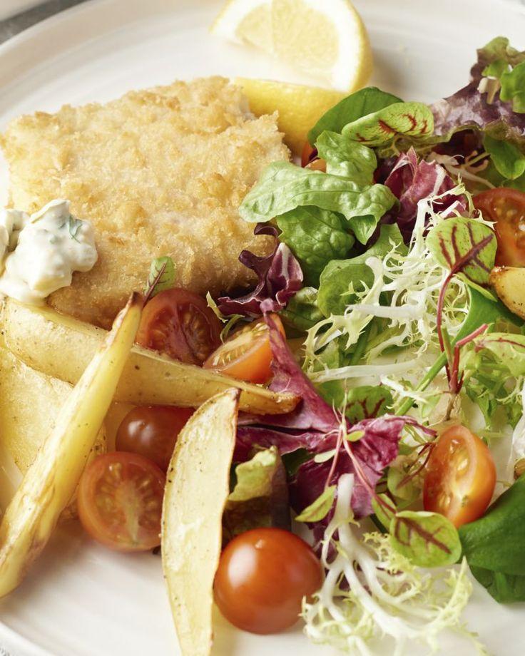 Koolvis is een stevige witte vissoort en perfect om heerlijk krokante visfilets mee te maken. Dit is onze gezondere versie van de Britse topper 'fish & chips'.