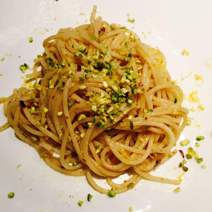 Spaghetti integrali bottarga lime e pistacchi - Bottarga, lime, pistachio nut spaghetti
