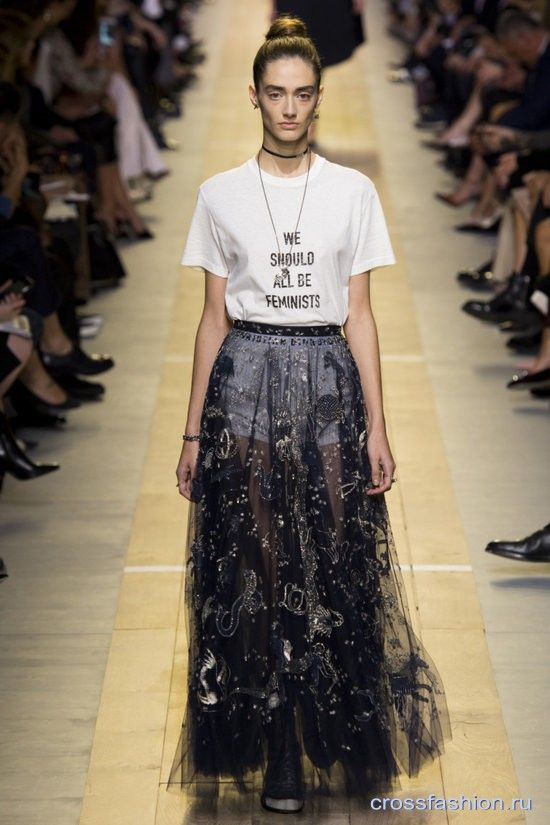 Модные футболки и свитшоты весна-лето 2017: модели, принты и актуальные сочетания