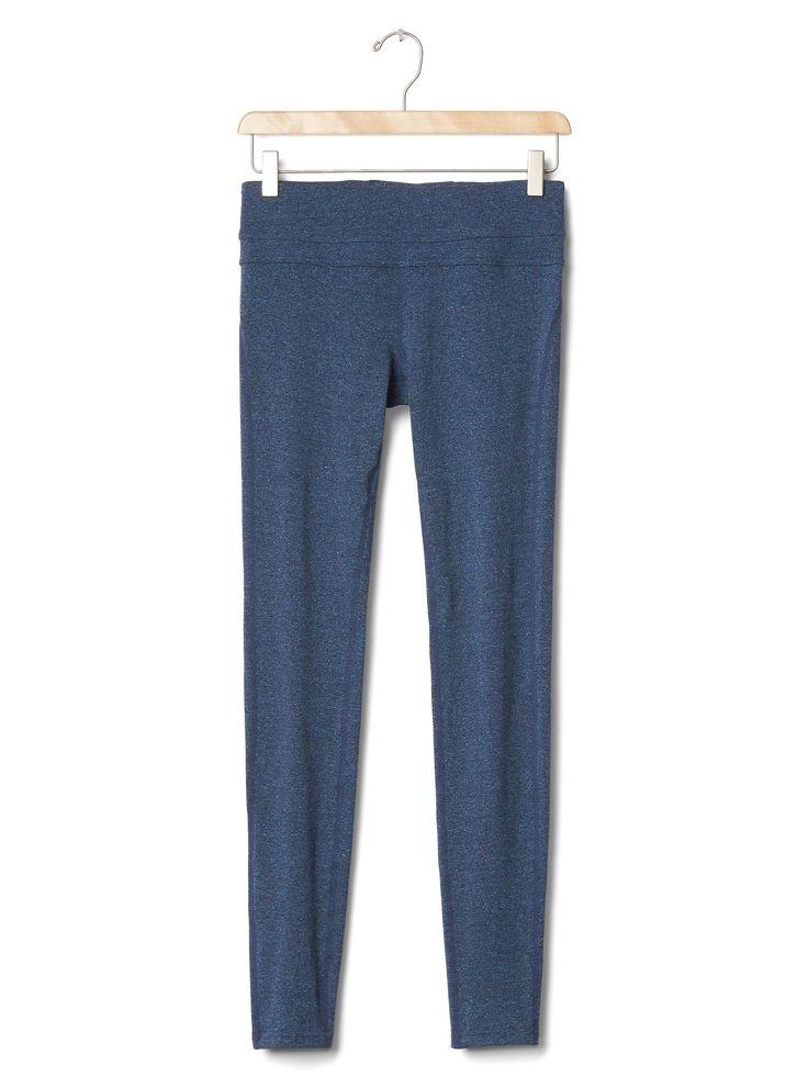 GapFit gFast cotton leggings ¥4,900 #942393 93% コットン, 7% ポリウレタン. 通気性に優れた高性能ニット 汗を素早く吸収して外へ逃がし、肌をドライに保ってくれる特殊な素材 摩擦が軽減されるフラットロックシーム 光沢を抑える、丈夫なプレミアムブラックポリウレタン ピラティスやヨガのクラス用に特別にデザインされたスタイル 滑らかなパネル入りウエストバンド、コントラストカラーのストライプ バックの内スロットポケットは収納に便利