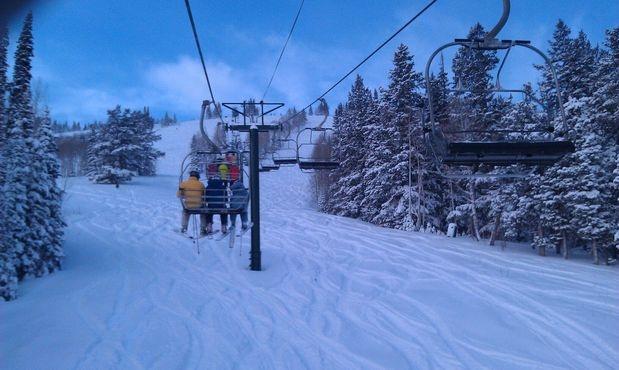 Esqui no Utah: situado na região das montanhas Rochosas, o estado americano de Utah é um dos melhores dos Estados Unidos para esquiar. Usado nas olimpíadas de inverno de 2002, o Deer Valley Resort fica a 58 km de Salt Lake City e conta com 113 pistas de diferentes níveis e hotéis de luxo. As pistas estão reservadas para a prática do esqui e o uso de snowboards é proibido