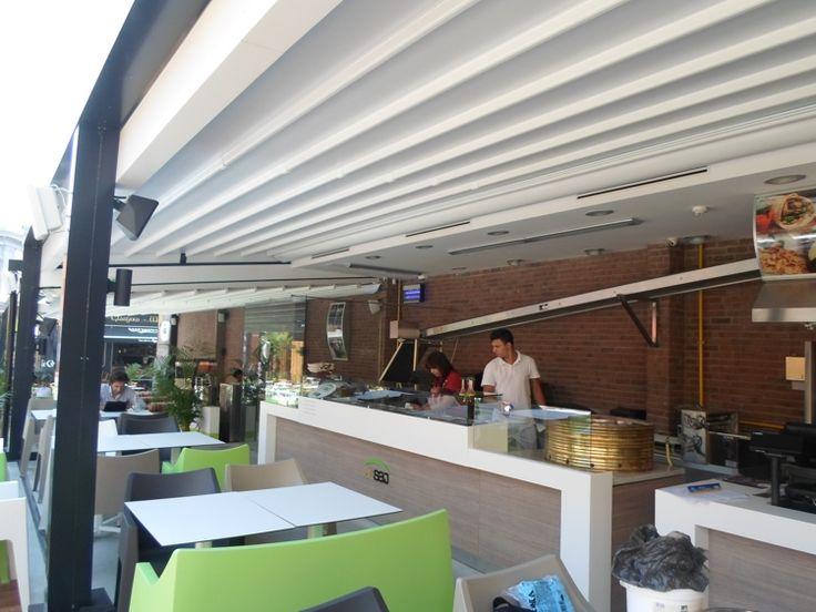 Pergole Med 85  Gibus pentru terasa restaurant libanez Al Saj. Locatie Centrul Vechi, Bucuresti, Romania. Imagine pergola si personalul restaurantului.