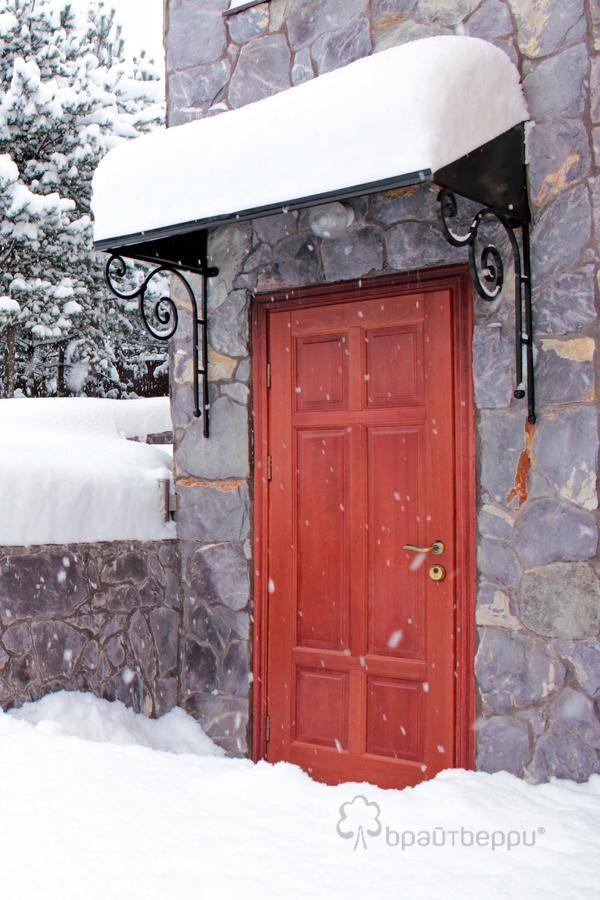 Изготовление входных дверей для загородного дома