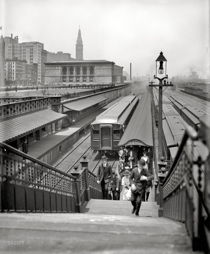 Chicago circa 1907 Arriving from the suburbs