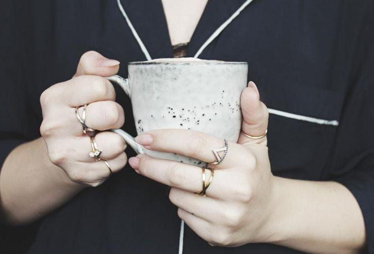 Sweet coffee break. #hviskbreak #jewelry #jewellery #rings #silver #gold #pyjamas #hviskstylist #hvisk #hviskstyling #coffee #coffeemug #coffeebreak #stylist