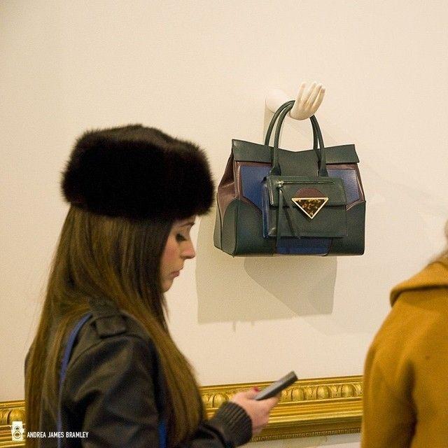 Неделя моды в Милане - Презентация Сары Баттальи @Sara Battaglia Новый дизайнер сумочек в Италии. Интересные идеи и инновационный стиль. Вам нравятся эти сумки? #milantv #topmodel #fashion #trend #fashionista #fashionshow #milan #mfw #milanfashionweek #style #SaraBattaglia #fashionweek #milano #models #stylish #fw14 #fashionlover #девушка #красота #мода #стиль #модель #фэшн #одежда #показмод #сумочка #сумка #фэшн #круто #шик