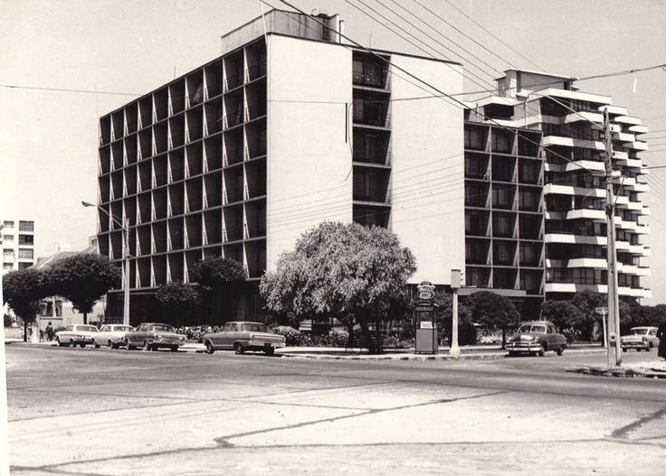 Fachada de Hotel San Martín, inaugurado el 18 de enero de 1958 en Viña del Mar.