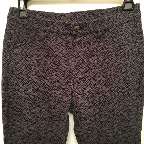 NWOT Uniqlo legging pants NWOT Uniqlo legging pants in charcoal grey with black dots. Never worn, in excellent like new condition! UNIQLO Pants