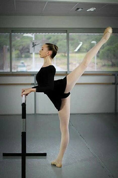 Lucy Elliott, Paris Opera Ballet School's student in 2nd division