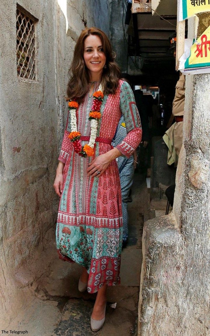 Duchess Kate: Kate in Colourful Anita Dongre Tunic for Engagements in Mumbai - April 10, 2016