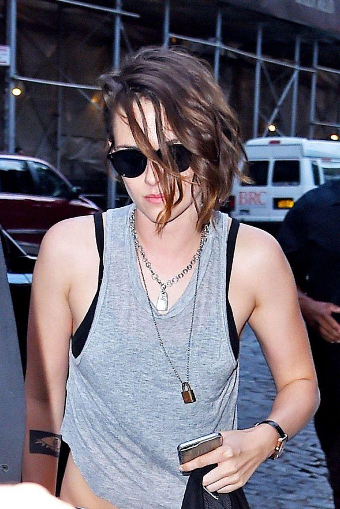 Kristen Stewart – Out for dinner in New York City : Global Celebrtities (F) FunFunky.com
