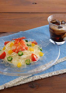 彩り野菜と海老のレモンジュレそうめん のレシピ・作り方 │ABC ... 海老と鮮やかな夏野菜をエキストラバージンオリーブオイル・鶏がらスープの素でマリネし、そうめんに盛り付け、鶏がらスープの素・レモンのしぼり汁・粉ゼラチンで作っ ...