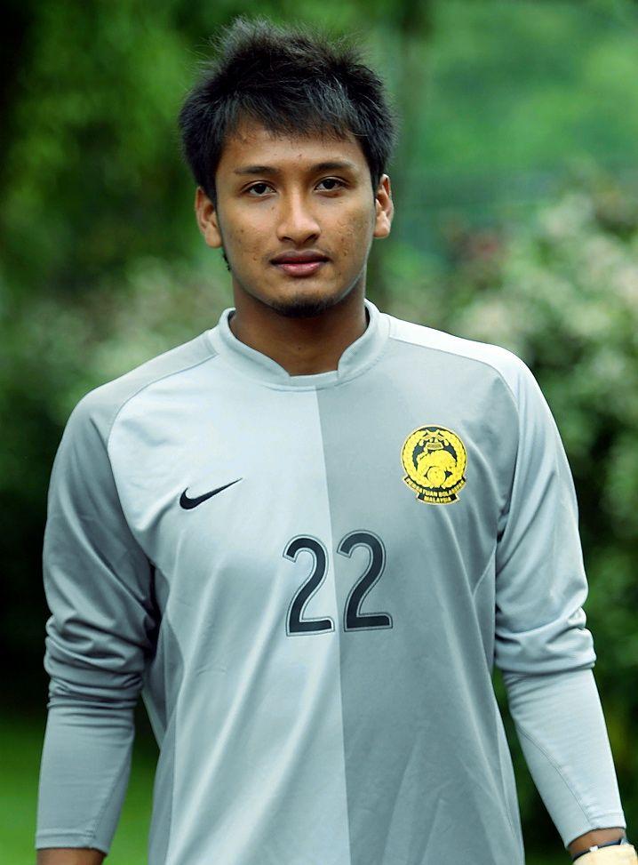 Luluh hati kita rakyat malaysia rupanya hero yang menjaga pintu gol negara ketika menentang Arsenal dan Man. City ini pernah di tangkap kha...