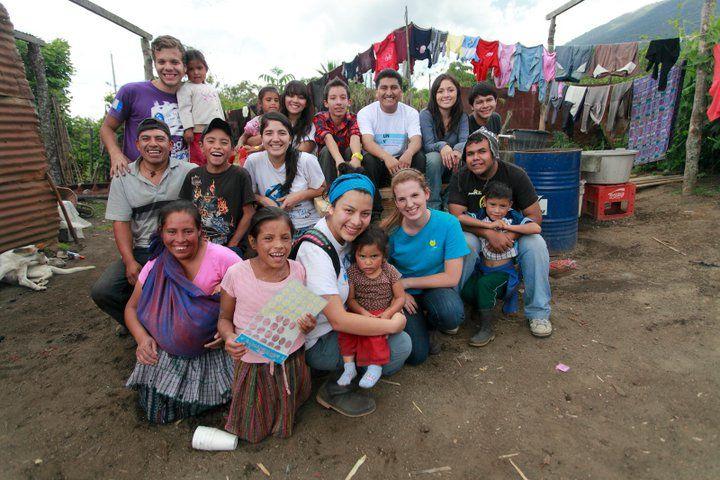 A Organização das Nações Unidas (ONU) está em busca de voluntários que sejam fluentes na língua portuguesa para o programa de voluntariado. Espanhol, inglês ou francês também são pedidos.