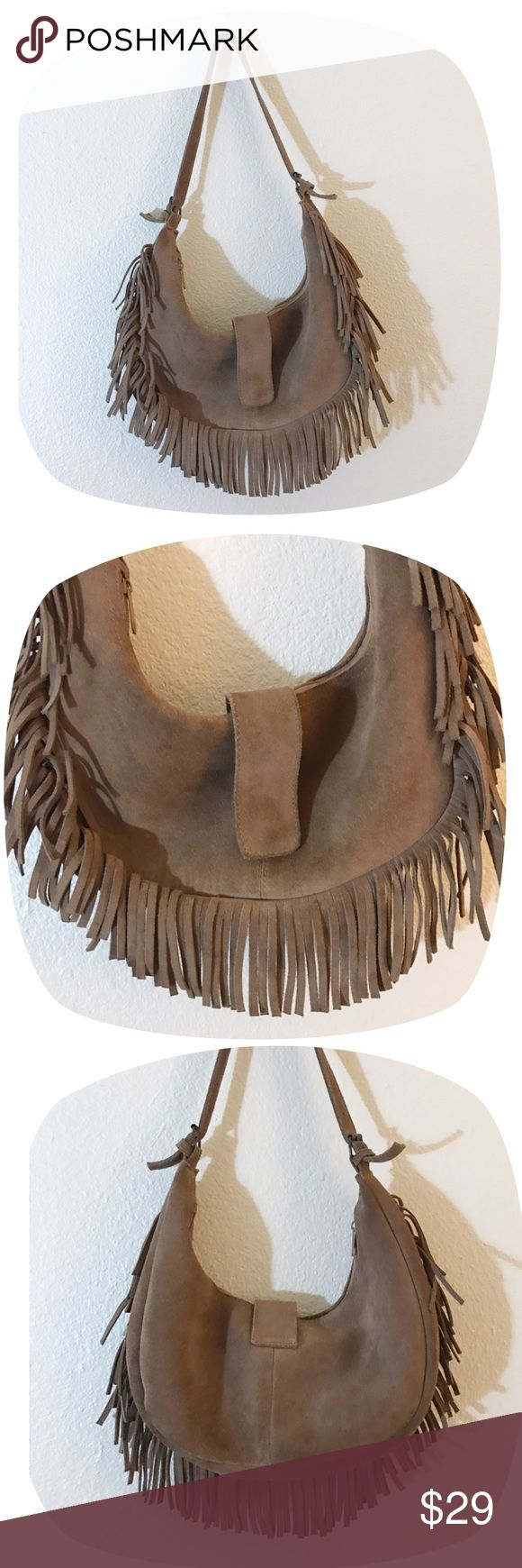 "•VTG Suede Leather Fringe Purse• •MEASUREMENTS• Width- 13.5"" Height- approx 6.5""  •DETAILS• •Soft really suede leather• has hobo style slouch to it• zip closure• black lining• has some discoloration due to age (most is visible in pictures )• No brand•  •NO TRADES•❌NOT FREE PEOPLE❌NOT MODELING•  #70s #60s #boho #hippy #festival #leather #cowhide #tan #slouchy #hobo #fringe Bags Hobos"