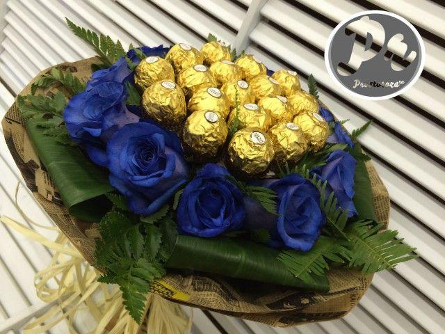 Синие розы и Ферреро (S2214)