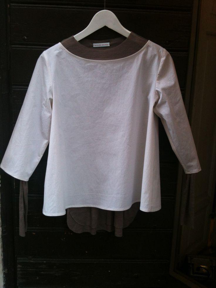 """maglia in jersey di lana, camicia """"di forza"""" bianca"""