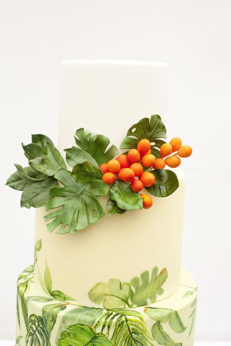 Tropical print inspired wedding cake by Cakes by Krishanthi  Image: Zosia Zacharia Photography