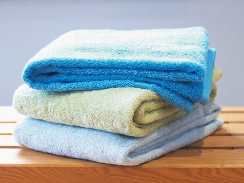 Use these step-by-step instructions to properly fold bath towels and keep your linen closet in order.