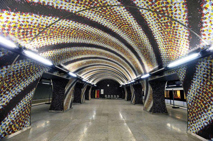 Circuitul celor mai impresionante stații de metrou din lume. The most amazing metro stations in the world - Tilework Szent Gellért tér,  Budapest, Ungary.  blog.haisitu.ro