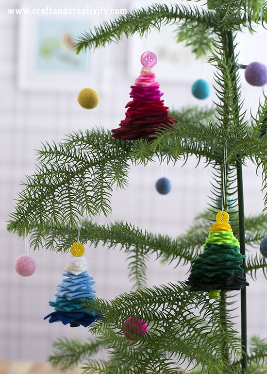 Decorate the Christmas tree with Felt ornaments