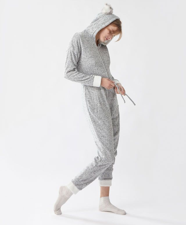 Combinaison oreilles - Pyjamas Polaires - Dernières tendances Automne Hiver 2016 en mode femme chez OYSHO online : lingerie, vêtements de sport, pyjamas, bain, maillots de bain, bodies, robe de chambre, accessoires et chaussures.